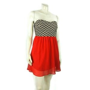 Everly Strapbless Chevron Red Small Dress